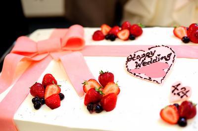 ウエディング アイテム 写真 ウエディングケーキ,生ケーキ,リボン,ラブリー,イチゴ,1